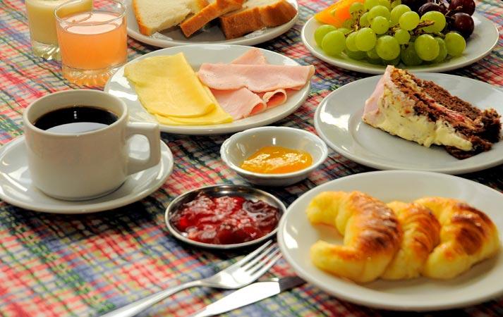 Ethna invitada al desayuno.  Desayuno1_thumb