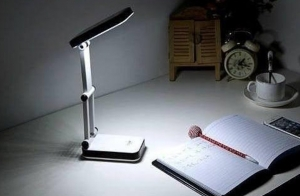 Lampara LED de sobremesa plegable