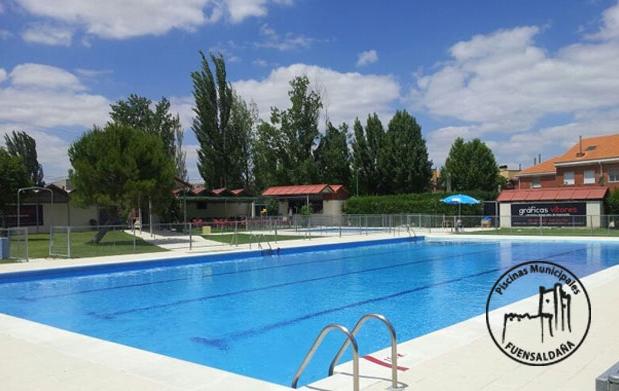 Oktoberfest entrada piscina y cerveza 4 descuento 50 for Entrada piscina