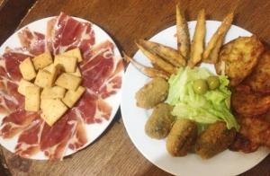 Jamón reserva, fritos variados y botella vino